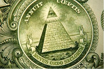 Изображение пирамиды на стодолларовых банкнотах
