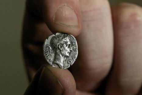 В Британии найдена странная фальшивая древнеримская монета